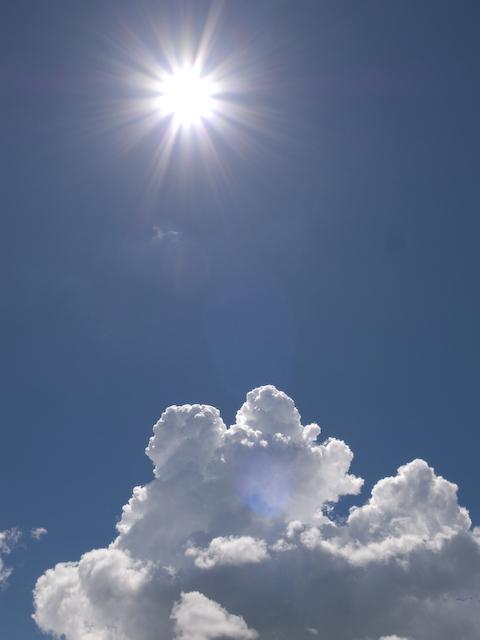 逆光で撮った雲