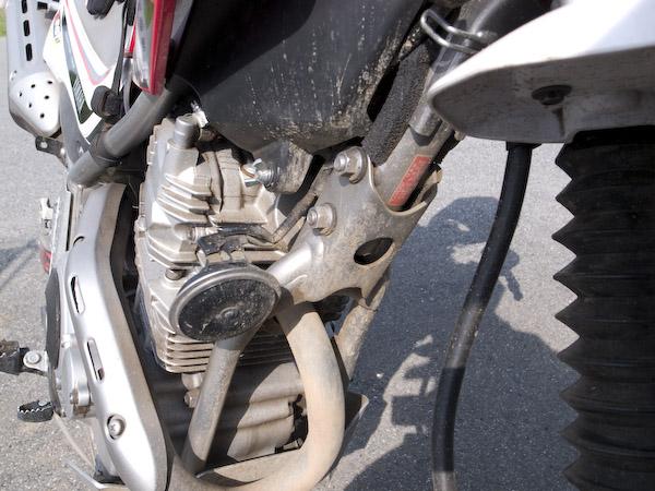 セロー250のエンジンの汚れ