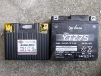 セロー250のバッテリーとリフェバッテリーを並べてみる